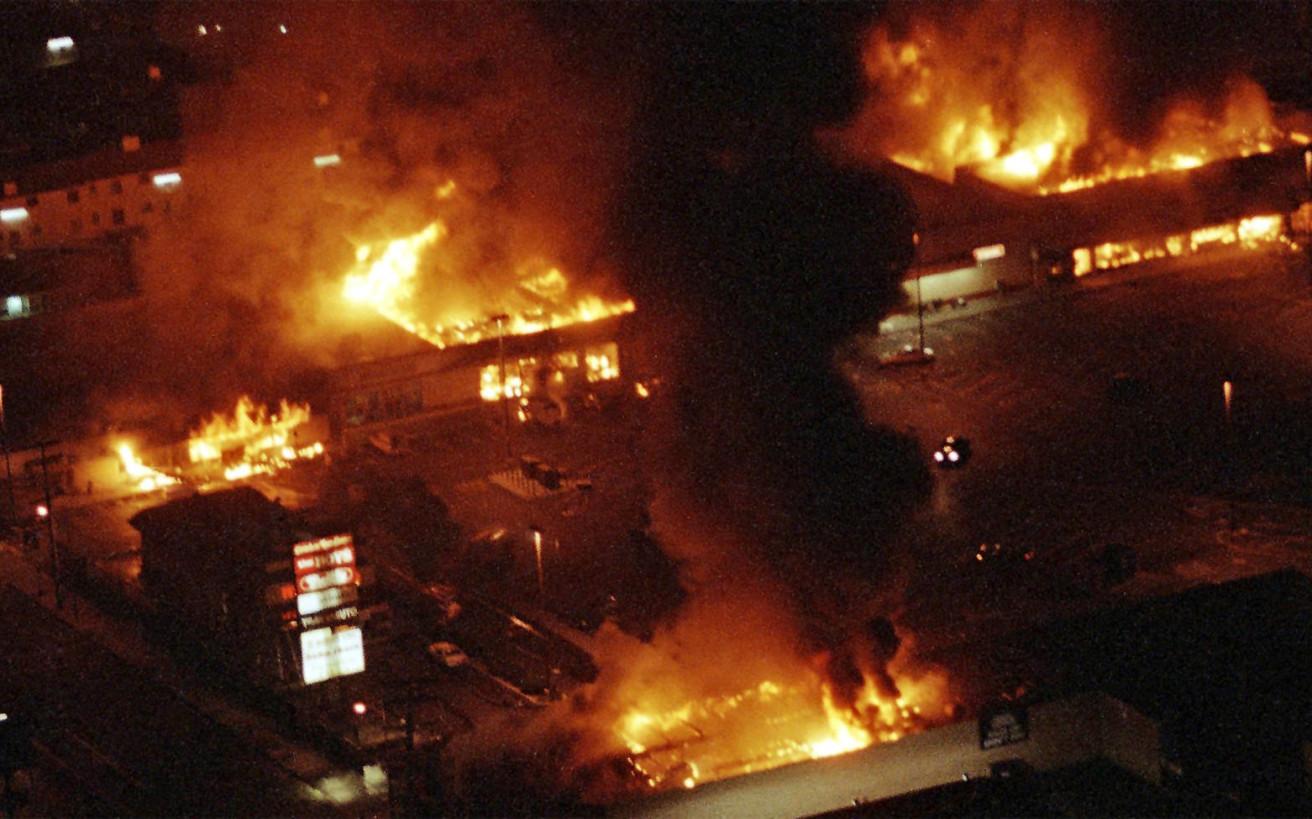 Ο ξυλοδαρμός που έβαλε φωτιά στο Λος Άντζελες και έβγαλε την εθνοφρουρά στους δρόμους