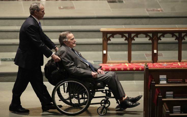 Στο νοσοκομείο ο Μπους ο πρεσβύτερος μια ημέρα μετά την κηδεία της συζύγου του