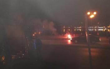 Φωτιές και επεισόδια στο λιμάνι της Μυτιλήνης