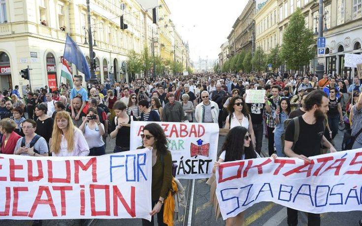 Μεγάλη διαδήλωση στην Ουγγαρία κατά του ελέγχου των ΜΜΕ από την κυβέρνηση