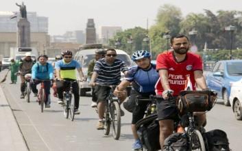 Αιγύπτιος ταξιδεύει με ποδήλατο στη Ρωσία για να δει την ομάδα του στο Μουντιάλ