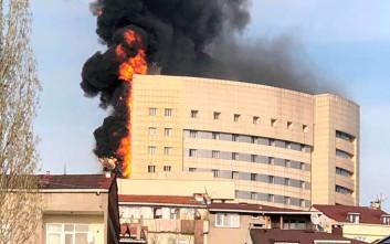 Περιορίστηκε η φωτιά στο νοσοκομείο της Κωνσταντινούπολης