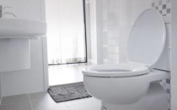 Ένα υλικό από την κουζίνα που γυαλίζει την τουαλέτα σας