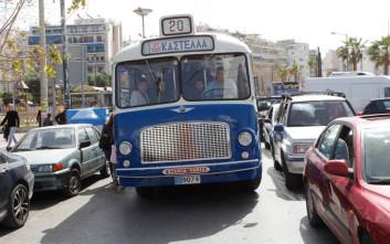 Το παλιό μπλε λεωφορείο βγήκε στον Πειραιά