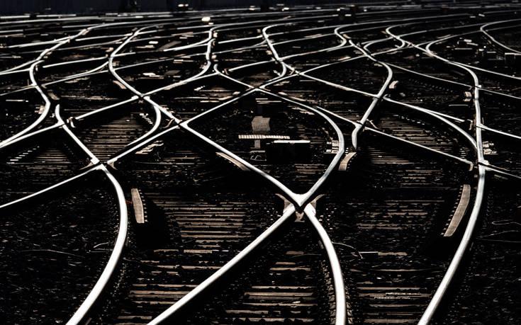 Εμμένουν στις κινητοποιήσεις τους οι γάλλοι σιδηροδρομικοί
