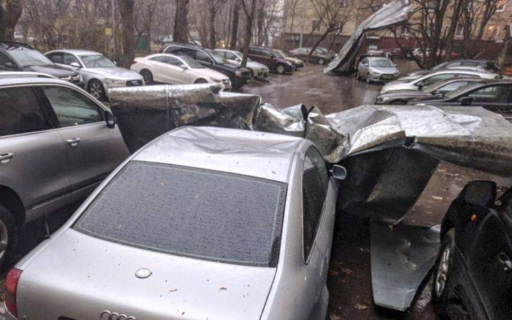 Δύο νεκροί και δώδεκα τραυματίες από κακοκαιρία στη Μόσχα