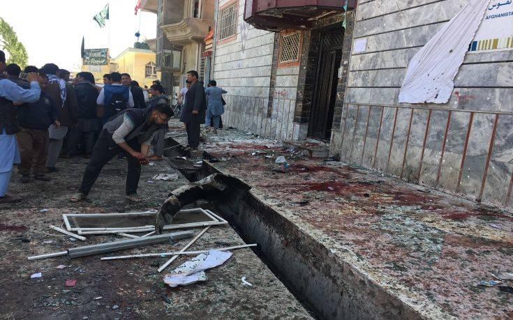 Αιματηρή επίθεση καμικάζι στην Καμπούλ