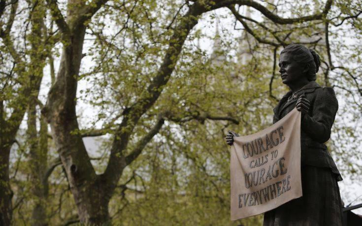 Η Βρετανία τιμά τις σουφραζέτες