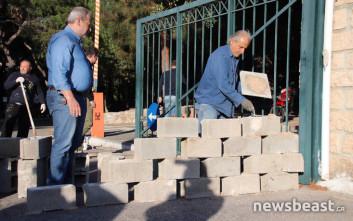 Χτίζουν την είσοδο του Δρομοκαΐτειου οι εργαζόμενοι