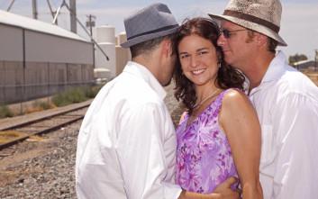 Πολυγαμική γυναίκα εξηγεί πώς είναι η ζωή με τους τέσσερις συντρόφους της