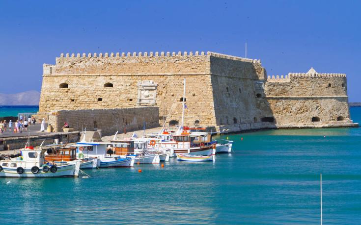 Το κάστρο-φρουρός στο λιμάνι του Ηρακλείου