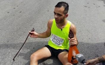 Τερμάτισε στον Μαραθώνιο Κρήτης παίζοντας μαντινάδα για τον Γιώργο Μπαλταδώρο
