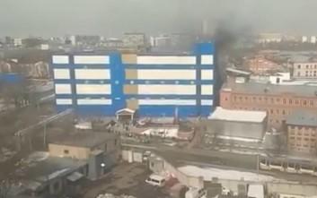 Ένας νεκρός από την πυρκαγιά σε εμπορικό κέντρο της Μόσχας