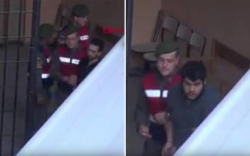 Καρέ καρέ η μεταγωγή των δύο Ελλήνων στρατιωτικών στην Ανδριανούπολη