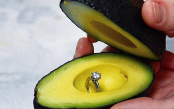 Πρόταση γάμου με ένα... αβοκάντο