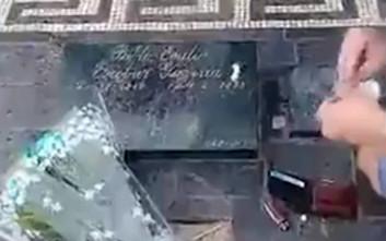 Τουρίστες κάνουν ουρές για να σνιφάρουν κοκαΐνη στον τάφο του Εσκομπάρ