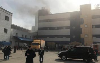 Τρόμος στη Μόσχα, σε εξέλιξη φωτιά σε εμπορικό κέντρο