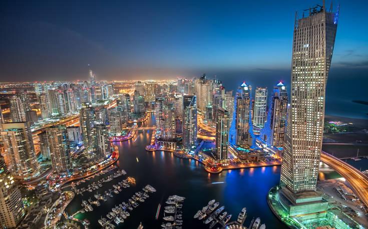 Δίδυμες Βρετανίδες μέθυσαν στο Ντουμπάι και κινδυνεύουν με φυλάκιση τριών ετών