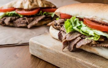Δεκτή η παραίτηση του βουλευτή που κατηγορείται ότι έκλεψε σάντουιτς