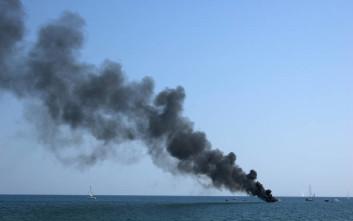 Έσβησε τη φωτιά σε σκάφος με τρικ που είχε δει στο ίντερνετ