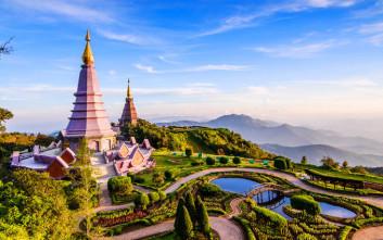 Χρυσοποίκιλτοι ναοί και καταπράσινες εκτάσεις στο «ρόδο του βορρά»