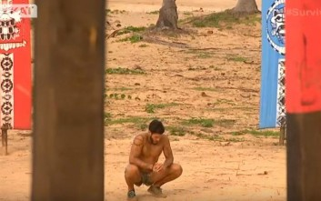 Ο Νικόλας Αγόρου έξαλλος στο Survivor 2 έσκισε τα ρούχα του