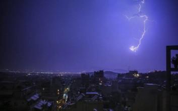 Προβλήματα στην Αττική από την ισχυρή καταιγίδα