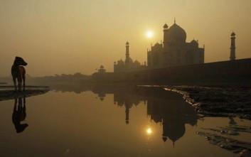 Θύμα της ρύπανσης και το θρυλικό Ταζ Μαχάλ