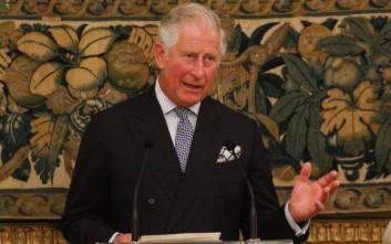 Θετικά βλέπει την πρόταση να έρθει στην Ελλάδα για την επέτειο της Επανάστασης του 1821 ο Κάρολος της Αγγλίας