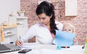«Η φροντίδα παιδιών και συγγενών αφορά κυρίως στις γυναίκες»