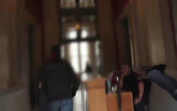 Το βίντεο της επίθεσης του Ρουβίκωνα στο ΣτΕ