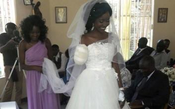 Κροκόδειλος της έφαγε το χέρι αλλά εκείνη παντρεύτηκε στο εκκλησάκι του νοσοκομείου