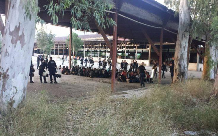 Ολοκληρώθηκε η επιχείρηση απομάκρυνσης μεταναστών στην Πάτρα