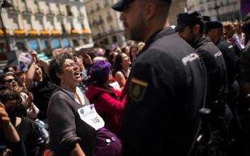 Νέες ποινές για δύο μέλη της «Αγέλης των Λύκων» στην Ισπανία, είχαν τραβήξει βίντεο του βιασμού