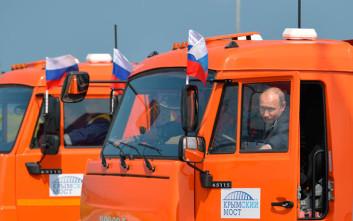 Στο τιμόνι ενός φορτηγού βρέθηκε ο Βλάντιμιρ Πούτιν