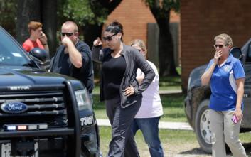 Ο κυβερνήτης του Τέξας ξεκινά επαφές για τη βία στα σχολεία