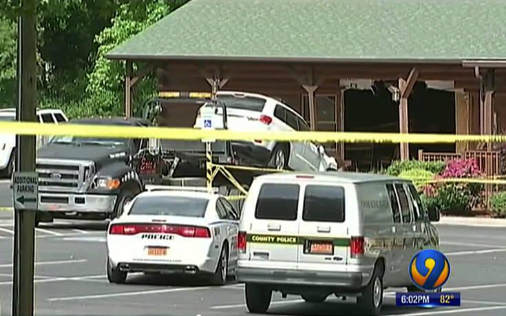 Έπεσε με αυτοκίνητό του στο εστιατόριο όπου γευμάτιζε όλη η οικογένειά του