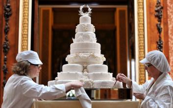 Στο «σφυρί» θα βγουν κομμάτια από τις γαμήλιες τούρτες βασιλικών γάμων της Βρετανίας