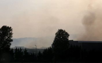 Ένα ακόμη 24ωρο προληπτικών μέτρων μετά την πυρκαγιά στο εργοστάσιο μπαταριών
