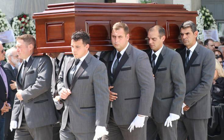 Πλήθος κόσμου στο «τελευταίο αντίο» στον Κώστα Γιαννακόπουλο