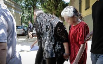 Απολογείται η 19χρονη και η μητέρα της που σόκαραν το πανελλήνιο