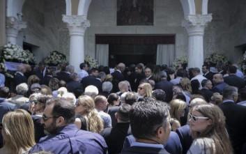 Πλήθος κόσμου στην κηδεία του Θεόδωρου Βασιλάκη