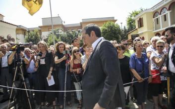 Πλήθος κόσμου στην κηδεία του Χάρρυ Κλυνν, παρών και ο Αλέξης Τσίπρας