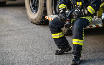 Επιχείρηση μεταφοράς τραυματία πυροσβέστη από δύσβατη περιοχή στη Λακωνία