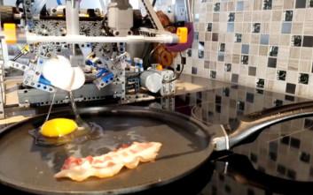 Έφτιαξε μηχάνημα από Lego για να ετοιμάζει πρωινό στον πατέρα του
