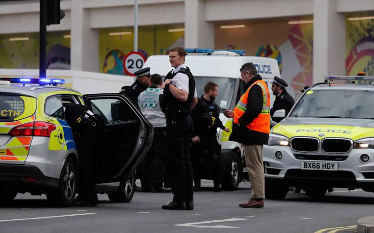 Ένας νεκρός και ένας τραυματίας από πυροβολισμούς στο Λονδίνο Η αστυνομία ερευνά την υπόθεση ως ανθρωποκτονία