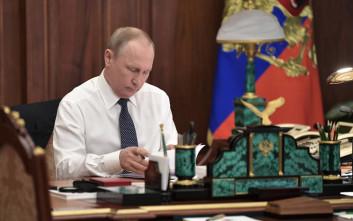 Ο Βλαντιμίρ Πούτιν διαψεύδει ότι χρησιμοποιεί σωσίες του