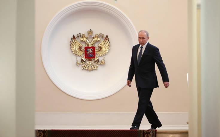 Πούτιν: Καθήκον μου και νόημα της ζωής μου να κάνω ό,τι μπορώ για τη Ρωσία Με λιμουζίνα στο Κρεμλίνο - Δείτε την τελετή