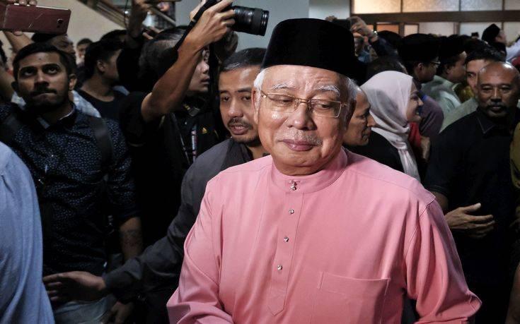 Απαγόρευση εξόδου για τον πρώην πρωθυπουργό της Μαλαισίας