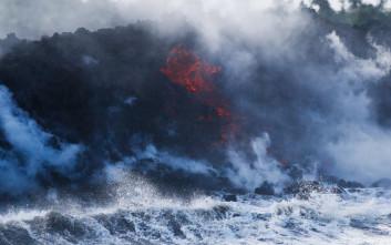 Χάος στη Χαβάη, η λάβα του Κιλαουέα έφτασε στον ωκεανό